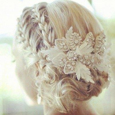 tocado de novia en marfil
