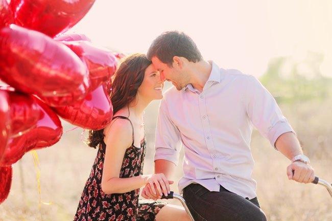 pre boda inspirada en San Valentin globos y bici