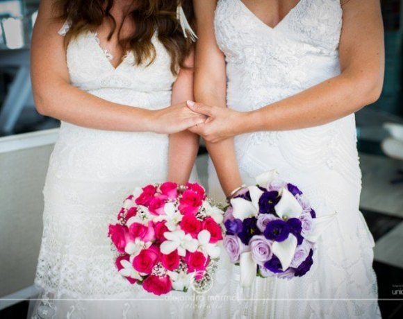 1AL 5216 - Reflejando el Amor entre dos Mujeres