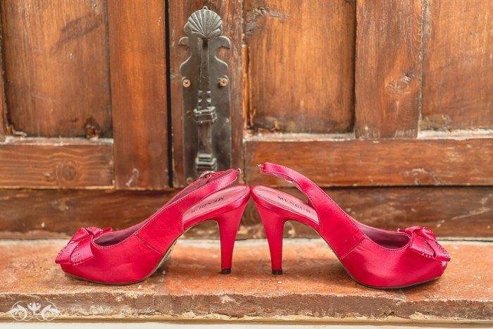 Boda en Granada multicultural y exotica zapatos rojos