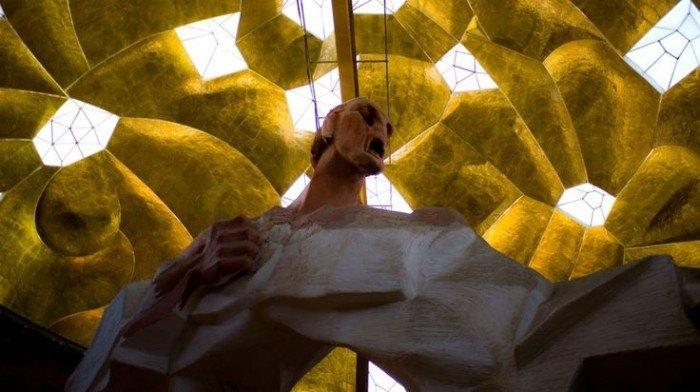 El hombre arco en el pabellón de las artes en Granada