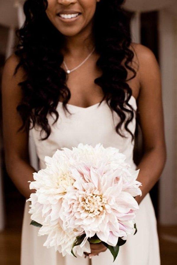 ramo de novia con dalias blancas