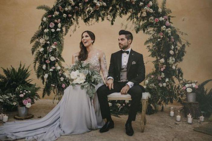 asientos novios ceremonia con flores