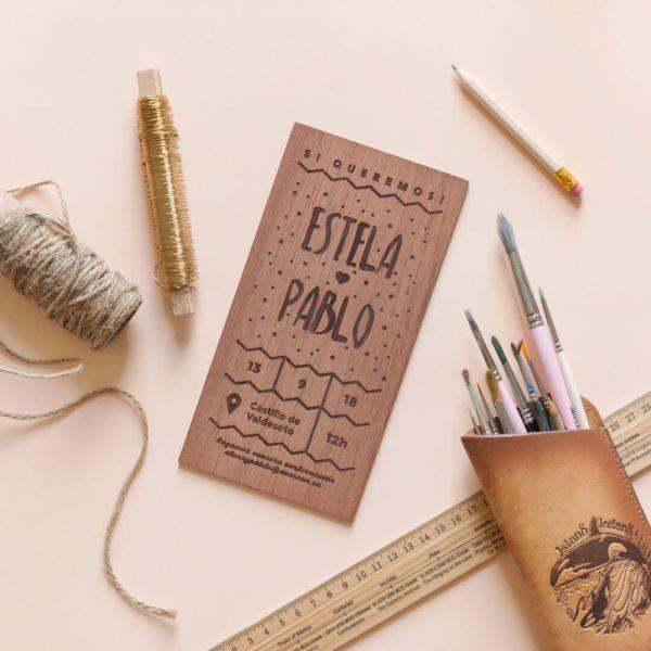 invitacion de madera puntitos 1 - ¿Como Elegir las Invitaciones de Boda?