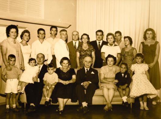 Pasquale Perrella, ao centro, com a família: sobrenome cedido a Zezé com venda do frigorífico