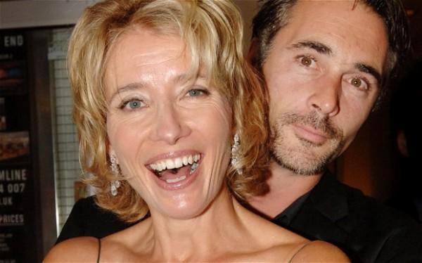 Emma com o marido Greg Wise combatem o bom combate