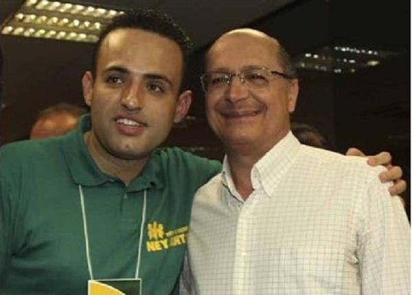 Alckmin em 2010 com o então candidato a deputado estadual Ney Santos, acusado de ligação com o PCC