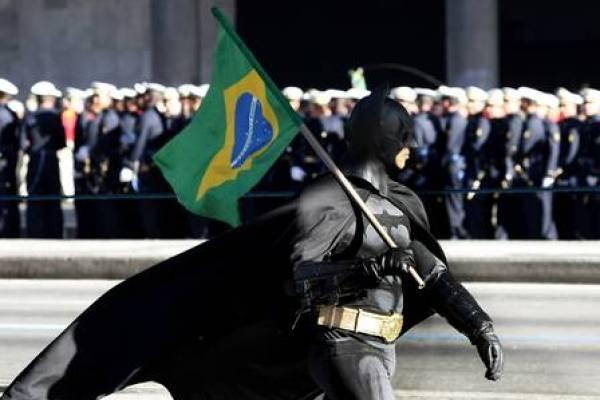 Batman, um aloprado sempre presente nos protestos