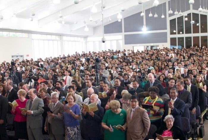 Cerca de um milhão de Testemunhas de Jeová comemoram novo lançamento