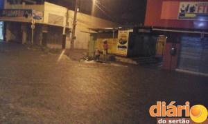 Moto é arrastada em Cajazeiras (Foto: Ângelo Lima)