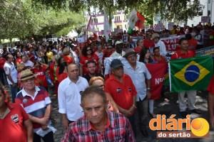 Manifestação começou na Praça das Oiticicas
