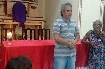 Prefeito fez discurso no altar da igreja