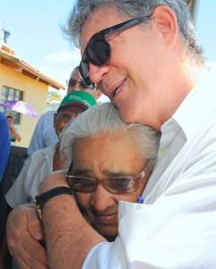 A dona de casa Jacilene Gomes tem três filhos, morava de aluguel - See more at: http://paraiba.pb.gov.br/ricardo-entrega-residencial-que-beneficia-mais-de-700-familias-em-patos/#sthash.Vh95o7II.dpuf