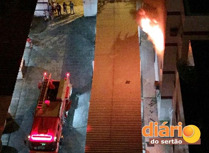 Incêndio atingiu armazém em Marizópolis (foto:: reprodução/whatsApp)