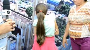 Garotinha de 12 anos sofre com grave escoliose