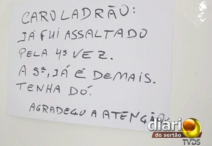 Cartaz com recado para ladrão (foto: DS)