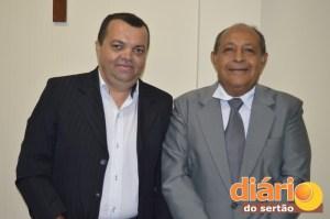 À direita, Bosco Amaro, novo presidente da ACI; à esquerda, Jota França, vice-presidente