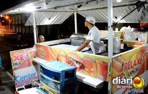 Cícero vende lanche à noite