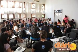 Alunos e professores em assembleia para discutir futuro do Bloco de História Paccelli Gurgel
