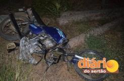 Colisão entre carro e moto deixa jovem ferido (Foto: Angelo Lima)
