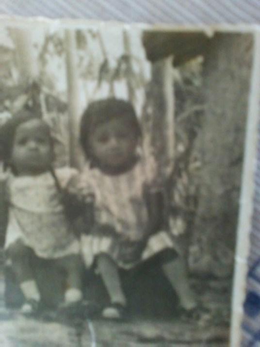 Meninas na época que ainda estavam com a mãe