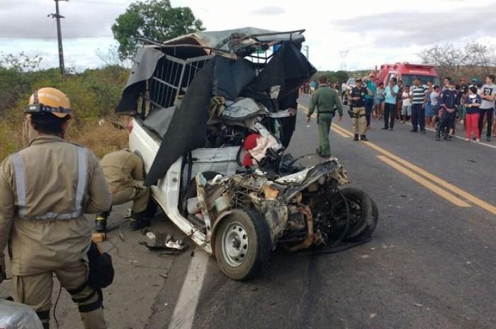Duas pessoas morreram no acidente (Foto: Reprodução TV Verdes Mares)