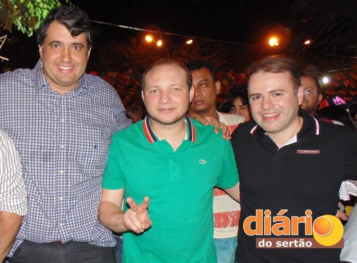 Prefeito André Gadelha ao lado de Ênio e Felipe (foto: DS)