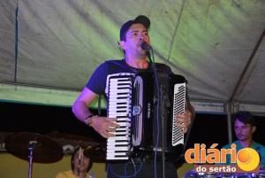 Fernando Farias tocando no Distrito de Tanques