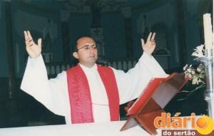 Parabéns ao Padre Francivaldo pelo seus 25 anos dedicados a servir