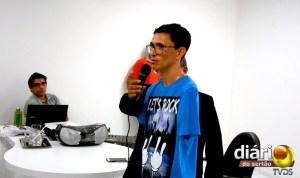 Edilson proferindo palestra em Cajazeiras