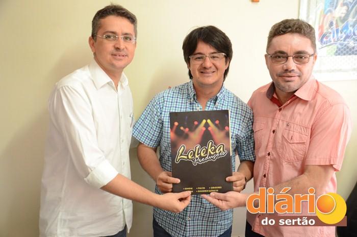Diretor da TVDS, Petson Santos ao lado do empresário Leleka e radialista Levi Dantas (foto: Charley Garrido)