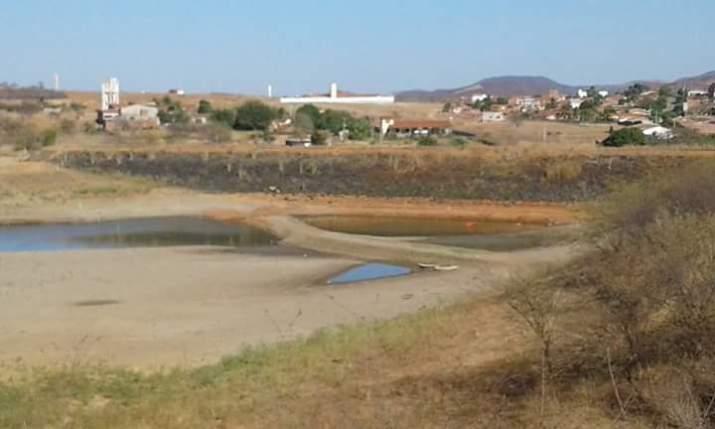 Atual situação do açude da cidade de São José de Piranhas (Foto facebook)
