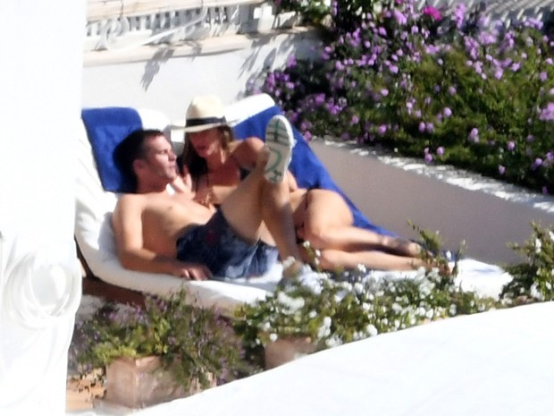 Tom Brady e Gisele Bündchen em piscina de hotel em Positano, na Itália (Foto: Grosby Group/ Agência)