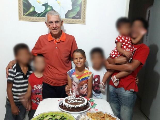 Vitorino e Ana Larissa comemoraram aniversário do idoso na véspera do acidente (Foto: Kléber Barros/Arquivo Pessoal)