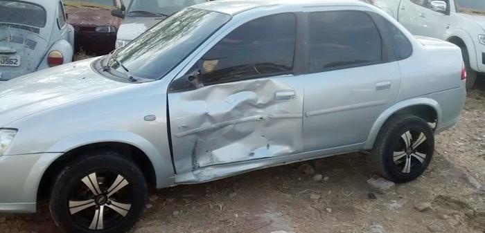 Carro envolvido no acidente (foto: Ângelo Lima)