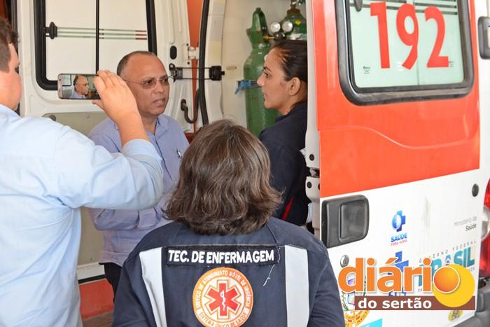 Presidente do COREN reunido com profissionais de enfermagem durante a fiscalização (foto: Charley Garrido)