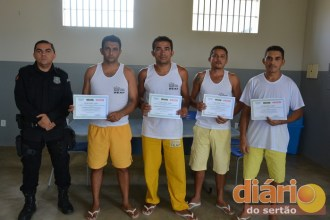 Detentos são ressocializados através de cursos no presídio