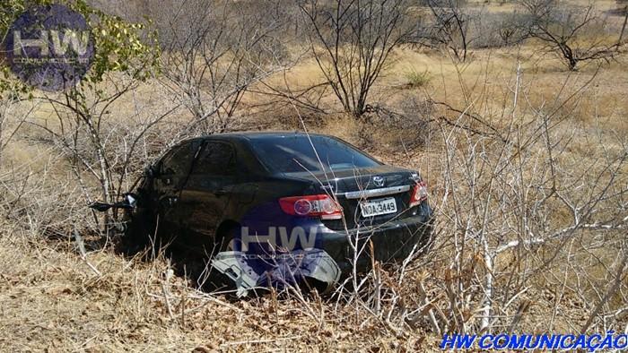 Mulher que conduzia o corolla não sofreu ferimentos (foto: HW Comunicação)