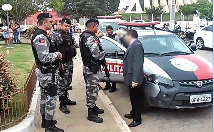 Agentes penitenciários recebem voz de prisão em Fórum de Sousa