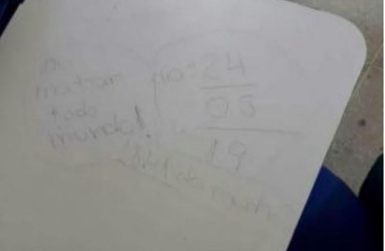 A suposta ameaça foi deixada em uma carteira (Foto: Redes Sociais)
