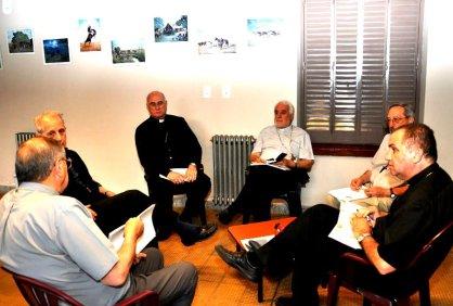 Monseñor Elizalde junto a miembros de la  Comisión Episcopal de Catequesis y Pastoral Bíblica.