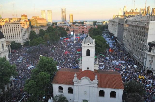 Más de 700.000 personas  despidiendo a CFK