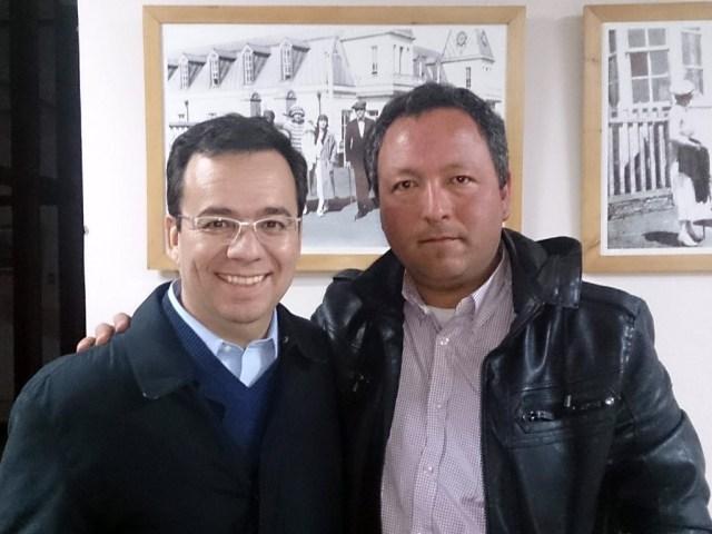 Valenzuela junto al actual Ministro de Economía, Luis Felipe Céspedes, durante su visita a Pichilemu.