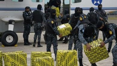 Photo of Incautan 515 kilos de cocaína en una lancha y localizan avioneta quemada en Guatemala