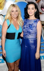 El esfusivo encuentro de Britney Spears y Katy Perry durante el estreno de la cinta Los Pitufos 2