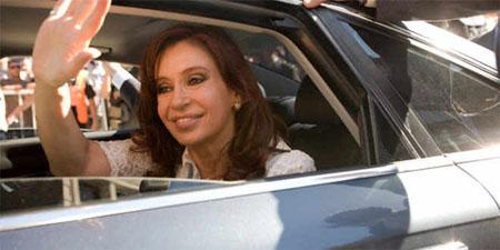 """Según medios locales Cristina Fernández """"toma decisiones en forma sistemática y diaria, tanto estratégicas, como operativas, y está en contacto con cada uno de sus ministros"""""""