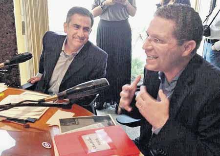 Luego de dos meses en que Mauricio Rodas (SUMA-Vive) y Augusto Barrera (A. País) no llegaron a un acuerdo para discutir sus propuestas, su encuentro se concretó el viernes 14 de febrero en los estudios de Radio Visión, en Quito CORTESIA / EL COMERCIO
