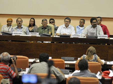 La guerrilla comunista de las Farc y el gobierno de Colombia discutían este miércoles asuntos de procedimiento antes de abordar el tema de las víctimas AGENCIAS