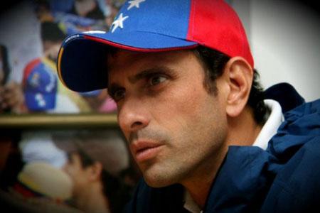El gobernador de Miranda, Henrique Capriles Radonski, lamentó que en medio de una crisis económica, se haya desplegado a efectivos para resguardar las colas de consumidores en los supermercados ARCHIVO