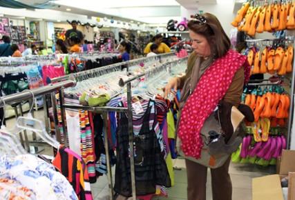 Precios de la ropa espantan a más de uno